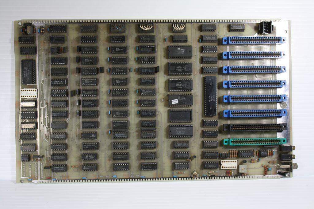 Apple II Rev 3 White front